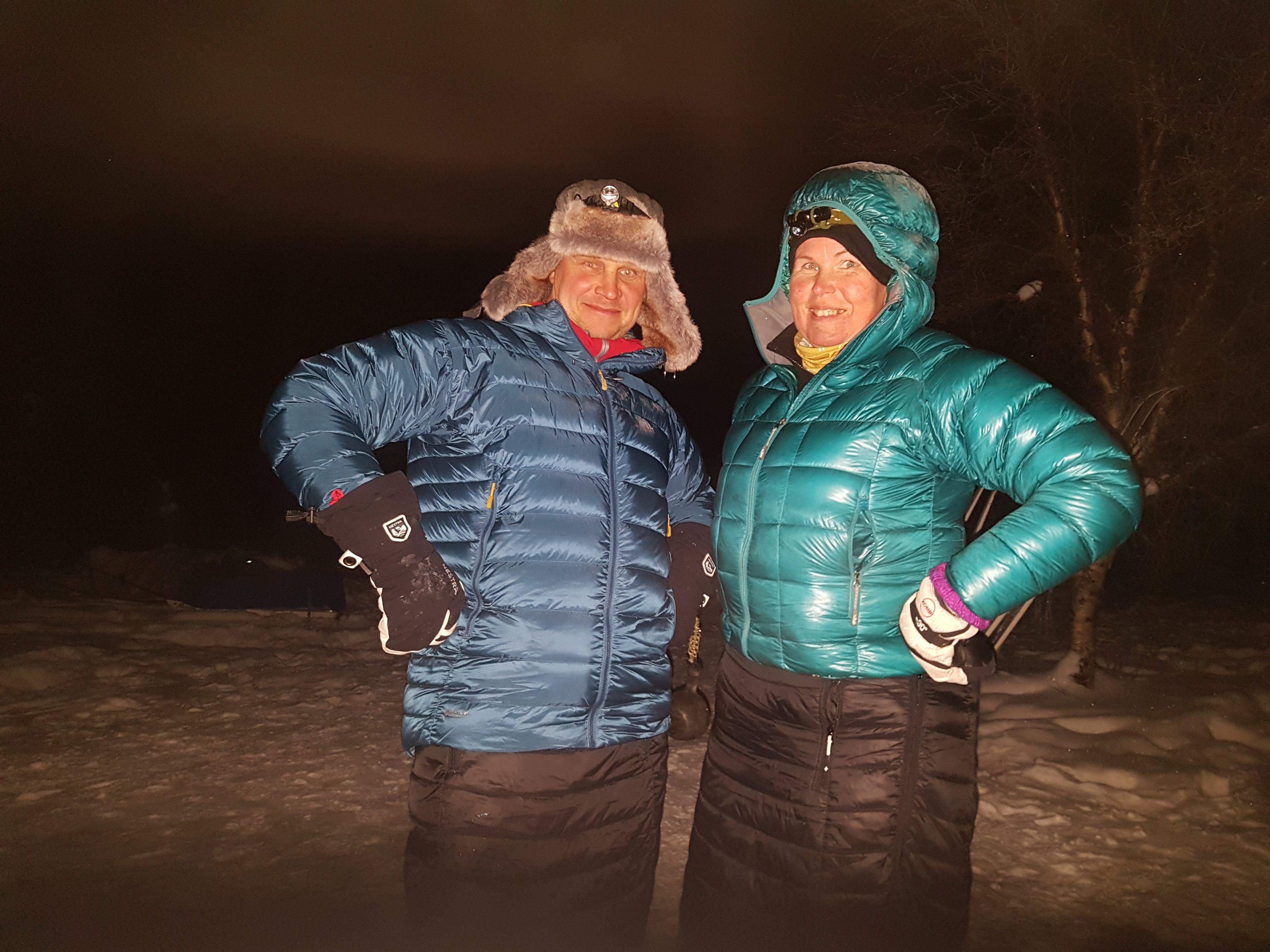 Talviretkeilyssä toppahame ja kevytuntuvatakki ovat hyvät tauko- ja leirivaatteet